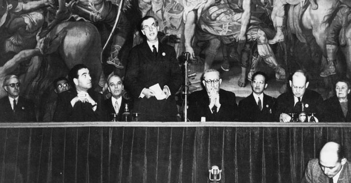 UNESCO's first General Conference. From left: Jean Thomas (shown from the side), Julian Huxley (former Director-General, standing), Léon Blum (to the right of the microphone) - foto: en.unesco.org