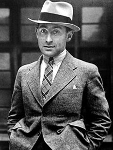 Alfred Eisenstaedt (December 6, 1898 – August 23, 1995) was a German-born American photographer and photojournalist - foto - In London, 1932 (age 34): en.wikipedia.org