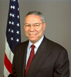 Colin Powell (n. 5 aprilie 1937), secretar de stat al SUA din 16 ianuarie 2001 si pana in aprilie 2005 . Șef al Statului Major interarme în timpul administrației lui George Bush, el a condus armata americană în timpul Războiului din Golf (Kuweit și Irak, 1991). A fost distins cu cele mai înalte distincții militare americane: Legion of Merit, Bronze Star, Air Medal, Purple Heart, Ronald Reagan Freedom Award - foto: ro.wikipedia.org