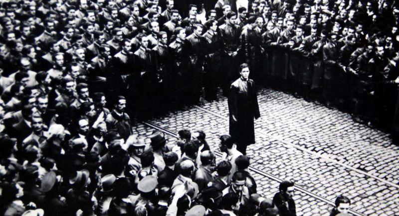 Corneliu Zelea Codreanu și membri ai Mișcării Legionare în 1937 - foto preluat de pe ro.wikipedia.org