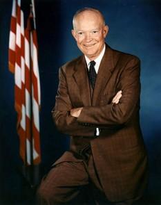 Dwight David Eisenhower,  (n. 14 octombrie 1890 - d. 28 martie 1969), cunoscut în mod afecționat și ca Ike, a fost un general și om politic republican american. A fost comandant suprem al armatelor aliate debarcate în Nordul Africii (1943), în Sicilia (1943) și în Vestul Europei (1944 - 1945). A fost primul comandant suprem al forțelor armate ale NATO (1949 - 1952) și președinte al SUA între anii 1953 și 1961. Doctrina sa, susținând protecția împotriva comunismului, a marcat profund politica internă și externă a Statelor Unite ale Americii pe parcursul anilor 1950 și 1960 - foto:  ro.wikipedia.org