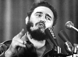 Fidel Castro, pe numele său complet Fidel Alejandro Castro Ruz (n. 13 august 1926) revoluționar cubanez care a participat la răsturnarea dictaturii lui Fulgencio Batista și transformarea Cubei în primul stat comunist din emisfera vestică  foto: cersipamantromanesc.wordpress.com