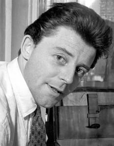 Gérard Philipe (n. 4 decembrie 1922 – d. 25 noiembrie 1959), foarte popular actor francez de teatru și film  foto (Gérard Philipe în 1955):  ro.wikipedia.org