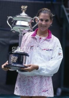 Monica Seleș (n. 2 decembrie 1973, Novi Sad, Voivodina), fostă jucătoare de tenis din iugoslavă, ex-Nr. 1 mondial, membră a International Tennis Hall of Fame - foto: cersipamantromanesc.wordpress.com