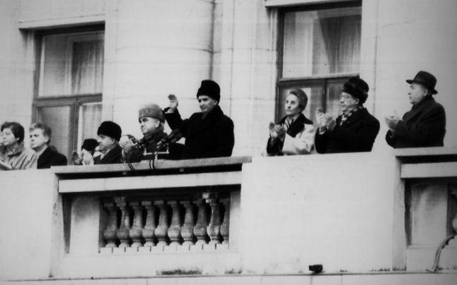 Nicolae Ceauşescu, în timpul cuvântării la adunarea populaţiei din Capitală, în Piaţa Palatului Republicii, 21 decembrie 1989 - foto AP (preluat de pe: adevarul.ro)