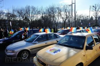 Susţinători ai unirii cu Republica Moldova au defilat cu o sută de maşini de la Bucureşti la Ploieşti - foto: mediafax.ro