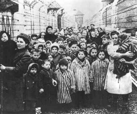 Re-enactment of child survivors marching out of Auschwitz-Birkeau - foto: furtherglory.wordpress.com