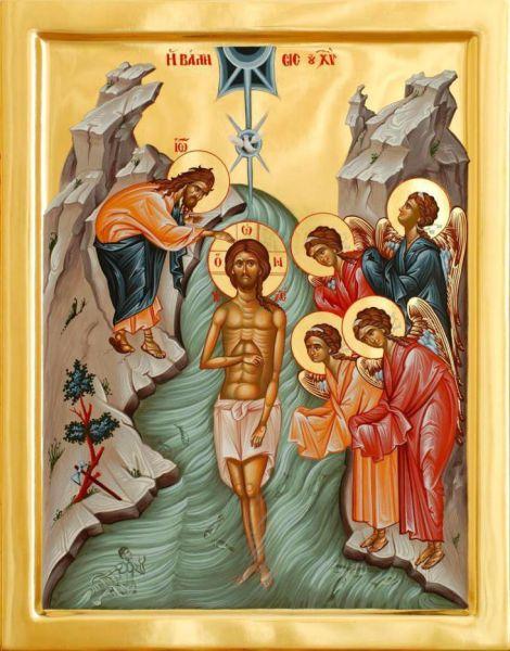 Botezul Domnului. La data de 6 ianuarie se prăznuiește botezarea Domnului Iisus Hristos de către Sfântul Ioan Botezătorul în râul Iordan și începutul propovăduirii timpurii a lui Hristos. Praznicul Epifaniei marchează sfârșitul sărbătoririi Crăciunului, care începe de la 25 decembrie și se încheie pe 6 ianuarie. În cadrul slujbei acestei sărbători, în această zi se face slujba de sfințire a Aghiasmei Mari, care este folosită de preoți pentru a binecuvânta casele credincioșilor. Sărbătoarea se numește a Teofaniei deoarece la botezul lui Hristos Sfânta Treime a apărut lumii pentru prima data - glasul Tatălui se face auzit din ceruri, Fiul este întrupat și stă în râul Iordan, iar Sfântul Duh se pogoară asupra Lui în chip de porumbel - foto: basilica.ro