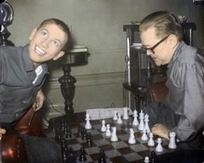 Robert (Bobby) James Fischer (n. 9 martie 1943, Chicago, Illinois, SUA - d. 17 ianuarie 2008, Reykjavík, Islanda) a fost un jucător de șah american, al unsprezecelea campion mondial (1972-1975) - in imagine: Bobby Fischer la 13 ani - foto: ro.wikipedia.org