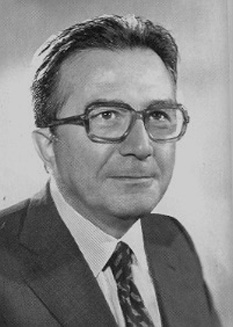 Giulio Andreotti (n. 14 ianuarie 1919 - d. 6 mai 2013) a fost un politician italian. S-a născut la Roma. A fost prim-ministrul Italiei de trei ori, între 1972 și 1973, între 1976 și 1979 și între 1989 și 1992. De asemenea, a fost ministrul afacerilor externe al Italiei în perioada 1983 - 1989. A fost căsătorit cu Livia Danese - foto: ro.wikipedia.org