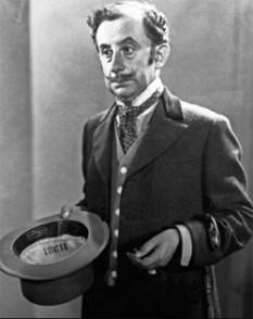 Grigore Vasiliu Birlic (n. 24 ianuarie 1905, Fălticeni - d. 14 februarie 1970, București) a fost unul dintre cei mai mari actori români de comedie. A jucat în multe piese de teatru, precum și în filme. Numele de naștere era Grigore Vasiliu, Birlic fiind doar o poreclă pe care a primit-o datorită succesului din piesa Birlic, jucată la începutul carierei sale - in imagine, Grigore Vasiliu Birlic în rolul lui Crăcănel din D-ale carnavalului - foto: ro.wikipedia.org