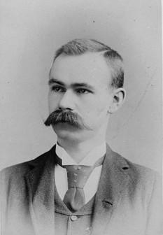 Herman Hollerith (n. 29 februarie 1860, Buffalo, New York – d. 17 noiembrie 1929, Washington, D.C.) a fost un statistician american și inventator care a dezvoltat un tabulator mecanic bazat pe cartele perforate pentru a cataloga rapid statistici din milioane de bucăți de date - in imagine: Hollerith în 1888 - foto: ro.wikipedia.org