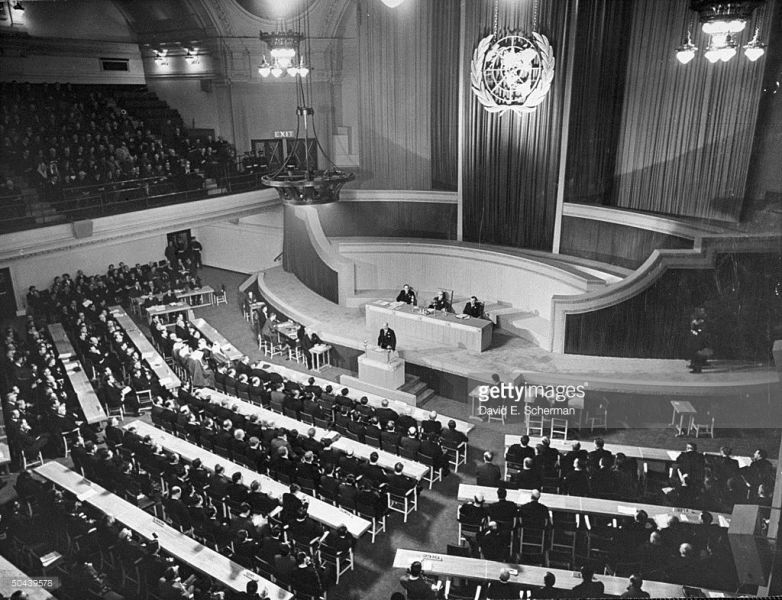 Overall view looking down on the first meeting of the UN Organization's General Assembly in the Methodist Church's Central Hall with Clement Attlee speaking from the podium. January 10, 1946 - foto: gettyimages.com