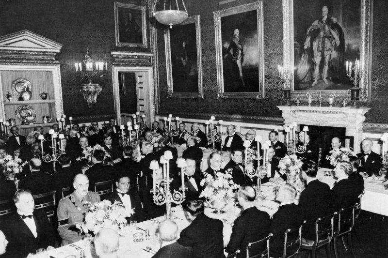 Leading diplomats and statesmen to the United Nations Organization's General Assembly attended a banquet as guests of King George VI in London on 9 January 1946, on the eve of the convening of the Assembly's first session. UN Photo - foto: un.org