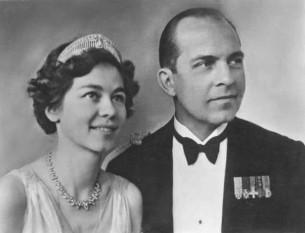 Portretul oficial al Prințului Moștenitor (mai târziu rege) Paul al Greciei și a Prințesei Moștenitoare (mai târziu regină) Frederica a Greciei, 1939 - foto: ro.wikipedia.org
