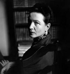 Simone de Beauvoir (n. 9 ianuarie 1908 - d. 14 aprilie 1986) a fost o eseistă, scriitoare (premiată cu Premiul Goncourt 1954), și în același timp o figură de marcă a existențialismului și a feminismului în Franța, militantă a mișcării intelectuale contestatare de după al Doilea Război Mondial - foto: ro.wikipedia.org