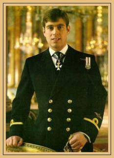 Prințul Andrew, Duce de York (Andrew Albert Christian Edward; n. 19 februarie 1960), este al doilea fiu și al treilea copil al reginei Elisabeta a II-a și al Prințului Filip, Duce de Edinburgh. În momentul nașterii sale era al doilea în ordinea succesiunii la tronul britanic, în prezent aflându-se pe locul al șaselea - foto: cersipamantromanesc.wordpress.com