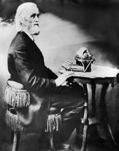 Christopher Latham Sholes (February 14, 1819 – February 17, 1890) was an American inventor who invented the first practical typewriter and the QWERTY keyboard still in use today. He was also a newspaper publisher and Wisconsin politician - foto: cersipamantromanesc.wordpress.com
