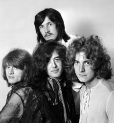 Led Zeppelin a fost o formație de muzică rock din Marea Britanie, care este considerată unul dintre cele mai cunoscute, respectate, inovatoare și inspirante grupuri muzicale ale secolului 20. De-a lungul timpului a abordat diverse stiluri pornind de la muzica rock, excelând în crearea de piese memorabile în toate aceste stiluri, blues rock, hard rock, heavy metal, folk rock, dar încorporând adesea în multe din cântecele lor porțiuni muzicale dintre cele mai diferite genuri ale muzicii universale. Led Zeppelin a avut o componență unică de patru membri de-a lungul timpului. Cei patru muzicieni sunt: Jimmy Page (chitară, mandolină, Theremin), Robert Plant (voce, muzicuță), John Bonham (tobe, percuții, voce) și John Paul Jones (chitară bas, orgă electronică, melotron, blockflöte, mandolină). Începând cu 1968, anul formării lor, Led Zeppelin au fost inovatori muzicali în mod constant, dar în același timp, nu au pierdut niciodată nici pulsul publicului și nici grupul imens de iubitori din toată lumea. Deși sunt mai ales cunoscuți pentru pionieratul lor în genurile hard rock și heavy metal, cei patru muzicieni au introdus constant elemente de blues, rockabilly, reggae, soul, funk, muzică celtică, muzică indiană, muzică arabă, folk, pop și chiar muzică din America Latină, respectiv muzică country în compozițiile lor. După mai bine de 25 de ani de la hotărârea de a încheia activitatea muzicală datorită morții tragice a lui John Bonham din 1980, muzica formației Led Zeppelin continuă să fie ascultată cu mare plăcere, să se vândă foarte bine și să exercite o influență importantă asupra muzicii rock contemporane. Grupul a vândut peste 300 de milioane de albume în întreaga lume, incluzând 110 milioane de albume vândute doar în Statele Unite ale Americii - foto: cersipamantromanesc.wordpress.com