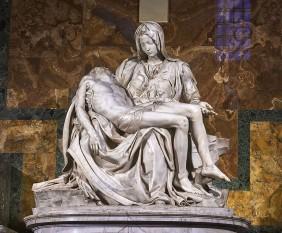 Pietà este o sculptură creată în 1499 de artistul Michelangelo Buonarroti. În prezent această capodoperă de o valoare inestimabilă a sculpturii renascentiste se află la Vatican, în Bazilica Sfântul Petru. Este singura lucrare semnată de Michelangelo. Semnătura poate fi văzută pe centura care îi încinge pe diagonală pieptul Fecioarei. Statuia a fost realizată pentru cardinalul francez Jean de Billheres, care fusese repartizat în Roma. Statuia a fost făcută ca monument funerar al cardinalului, dar a fost mutată în prima capelă pe partea dreaptă de la intrarea în bazilică, în secolul XVIII, unde se găsește actualmente. Această faimoasă operă de artă o întruchipează pe Fecioara Maria ținând în brațe trupul lui Isus după crucificare. Această temă este de origine nordică, populară la vremea respectivă în Franța, însă nu și în Italia. Interpretarea dată de Michelangelo lui Pietà este unică. Este o lucrare de o deosebită importanță întrucât împletește idealurile de frumusețe renascentiste cu cele naturaliste - foto: ro.wikipedia.org