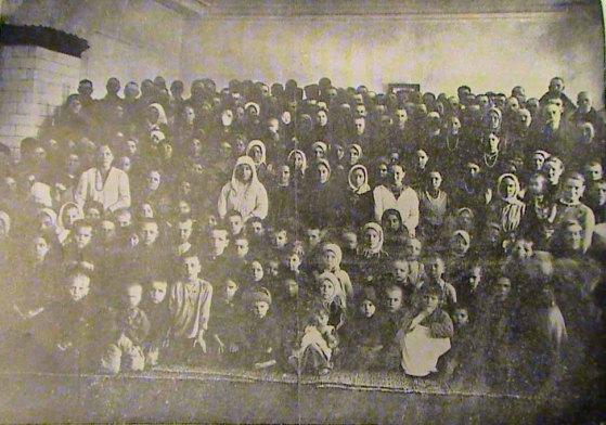 Grup de refugiați din Transnistria, adăpostiți în căminele din Chișinău - foto: cersipamantromanesc.wordpress.com