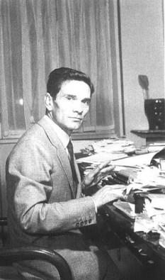 Pier Paolo Pasolini (n. 5 martie 1922 – d. 2 noiembrie 1975) a fost un intelectual italian de stânga, considerat a fi printre cei mai mari artiști și intelectuali italieni ai secolului al XX-lea. În cinematografie s-a remarcat inițial ca scenarist, iar ulterior a devenit un important regizor de film, recunoscut și premiat pe plan internațional. În paralel a fost de asemenea poet, scriitor și publicist - foto: cersipamantromanesc.wordpress.com