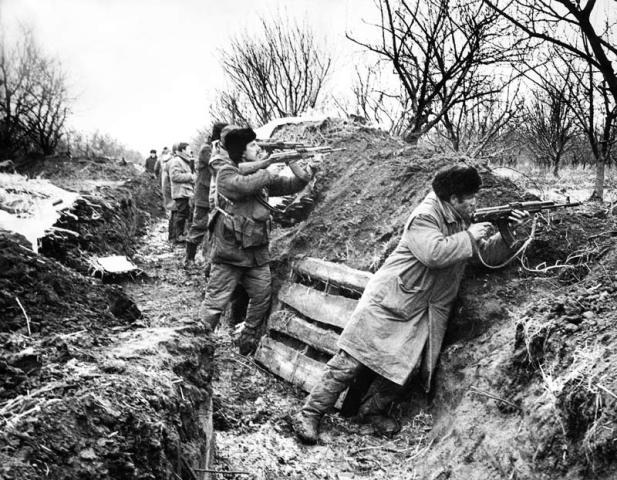 Războiul din Transnistria (1990-1992) - Voluntari moldoveni în tranșee, Războiul Transnistrian 1990-1992 - foto preluat de pe basarabian.blogspot.com