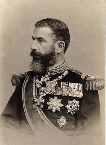 Carol I al României, Principe de Hohenzollern-Sigmaringen, pe numele său complet Karl Eitel Friedrich Zephyrinus Ludwig von Hohenzollern-Sigmaringen, (n. 20 aprilie 1839, Sigmaringen - d. 10 octombrie 1914, Sinaia) a fost domnitorul, apoi regele României, care a condus Principatele Române și apoi România după abdicarea forțată de o lovitură de stat a lui Alexandru Ioan Cuza. Din 1867 a devenit membru de onoare al Academiei Române, iar între 1879 și 1914 a fost protector și președinte de onoare al aceleiași instituții. În cei 48 de ani ai domniei sale (cea mai lungă domnie din istoria statelor românești), Carol I a obținut independenta tarii, a redresat economia, a dotat România cu o serie de instituții specifice statului modern și a pus bazele unei dinastii. A construit în Sinaia castelul Peles care a rămas și acum una dintre cele mai vizitate atracții turistice ale țării. După razboiul de independenta din 1877-1878, România a câștigat Dobrogea (dar a pierdut sudul Basarabiei).. Tot regele Carol a dispus ridicarea primului pod peste Dunare, între Fetesti si Cernavoda, care să lege noua provincie Dobrogea de restul țării - foto preluat de pe ro.wikipedia.org