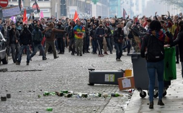 Proteste ale muncitorilor cauzate de un pachet legislativ introdus de preşedintele francez Francois Hollande, 31 martie 2016 în Rennes (JEAN-FRANCOIS MONIER/AFP/Getty Images)