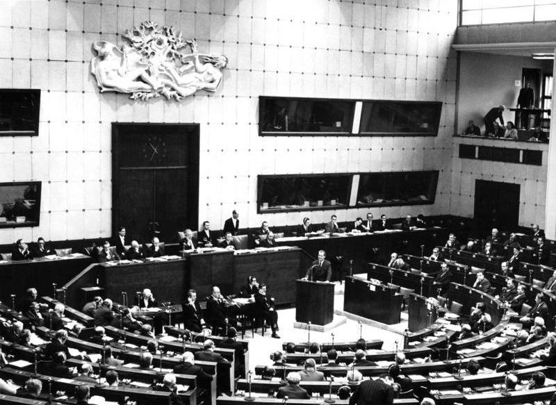 Session of the Council of Europe's Assembly in the former House of Europe in Strasbourg in 1967. Willy Brandt, German minister for Foreign Affairs, is speaking - foto preluat de pe en.wikipedia.org