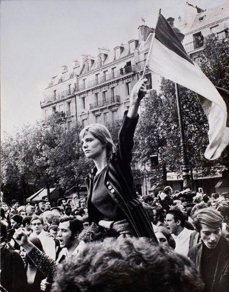 13 mai 1968: Muncitorii francezi se alătura  protestului studentilor din Paris, declarand  o grevă generală de o zi - foto: cersipamantromanesc.wordpress.com