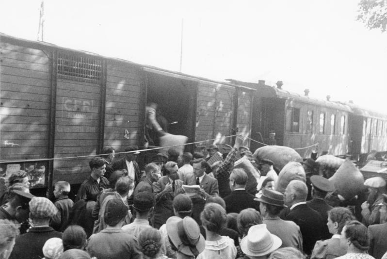 Basarabia, Bucovina de nord şi ţinutul Herţa, sub ocupaţia sovietică - Evacuarea germanilor din Basarabia spre Galaţi - foto preluat de pe ro.wikipedia.org