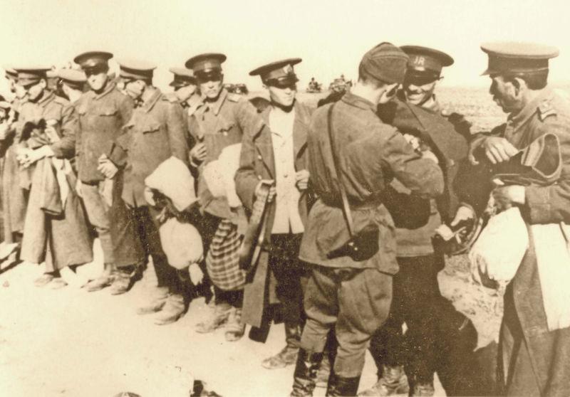 Basarabia, Bucovina de nord şi ţinutul Herţa, sub ocupaţia sovietică - Ocupația sovietică a Basarabiei - Dezarmarea trupelor române în 1940 -  foto preluat de pe ro.wikipedia.org
