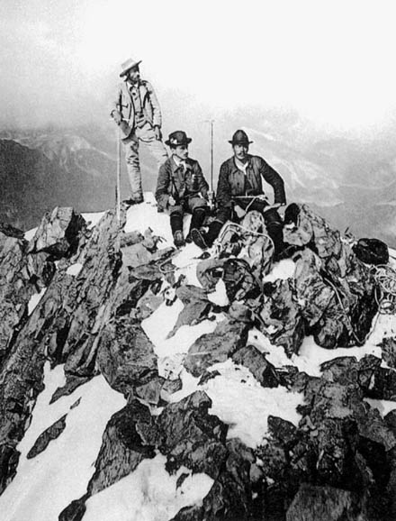 Coaz and the Tscharner brothers on the summit of Piz Bernina during the first ascent, 13 September 1850 - foto: en.wikipedia.org