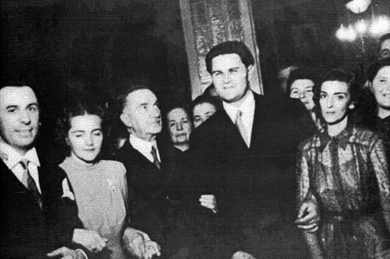 Corneliu Coposu impreuna cu mentorul sau Iuliu Maniu (24-octombrie-1942, la căsătoria dintre Arlette Marcoviciu și Corneliu Coposu) - foto: facebook.com