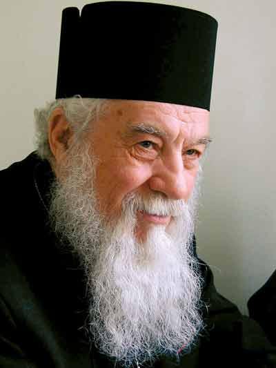 Gheorghe Calciu-Dumitreasa (n. 23 noiembrie 1925, Mahmudia, județul Tulcea, d. 21 noiembrie 2006, Washington) a fost un preot ortodox român, dizident anticomunist și luptător pentru drepturile omului - foto preluat de pe ro.wikipedia.org