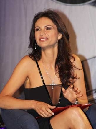 Ramona Bădescu (n. 29 noiembrie, 1968, Craiova) este o actriţă română care trăieşte în Italia. A practicat şi modelingul, iar din 2008 a intrat şi în politică - foto: ro.wikipedia.org