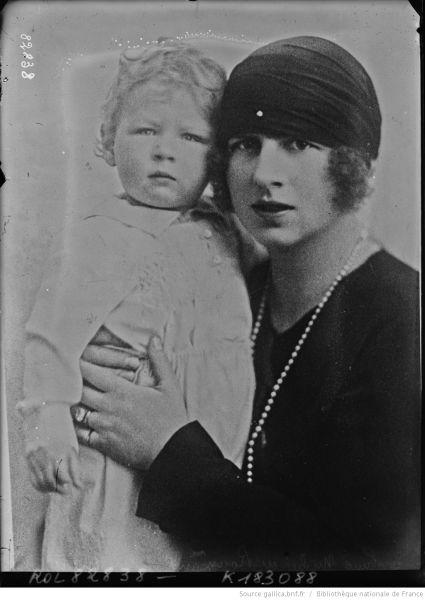 Mihai şi Regina mamă Elena (1922) - foto preluat de pe ro.wikipedia.org