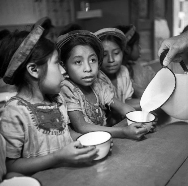 1953 - UNICER changes name but continues as champion of children (UN Photo?GG) - foto preluat de pe research.un.org