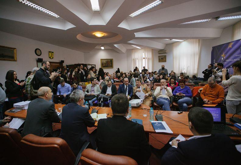 Dezbatere publică privind proiectul de Ordonanță de urgență a Guvernului pentru modificarea și completarea Codului Penal și a Codului de Procedură Penală și proiectul de Ordonanță de urgență a Guvernului privind grațierea unor pedepse (Sala în care a avut loc dezbaterea publică, Bucuresti, Ministerul Justitiei, 30 ianuarie 2017) - foto: Vlad Petri