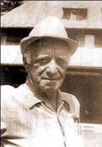 Nicolae Haralambie Carandino (n. 19 iulie 1905, Brăila - d. 16 februarie 1996) a fost un ziarist, cronicar plastic și dramatic, traducător și memorialist din România (foto -  www.revistaclipa.com - preluat de pe braila-portal.ro
