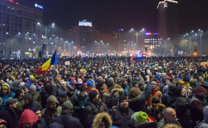 """Protest """"NU Legii Gratierii Si Amnistiei"""" (Protest spontan la Guvern după adoptarea, pe şest, a ordonanţelor elefant, București, 31 ianuarie 2017) - foto: epochtimes-romania.com"""