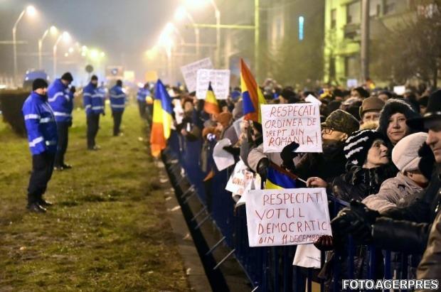 Protest ANTI - Iohannis (București, Palatul Cotroceni) - foto: agerpres.ro