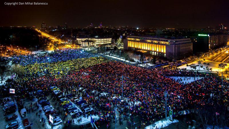 Cel mai frumos drapel uman. Piata Victoriei 12 Februarie 2017 #rezist - foto: Dan Mihai Balanescu