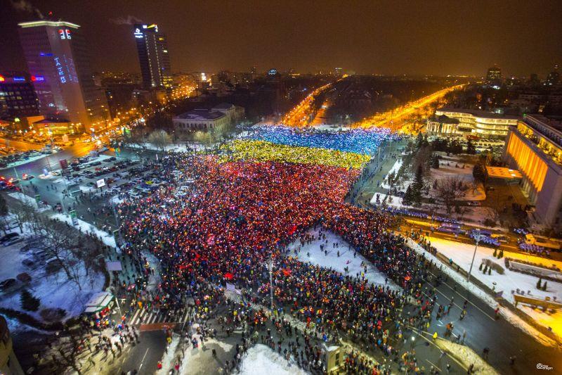 Lumina tricolorului. Protestul din 12 februarie 2017. București, Piața Victoriei - foto: Octav Dragan