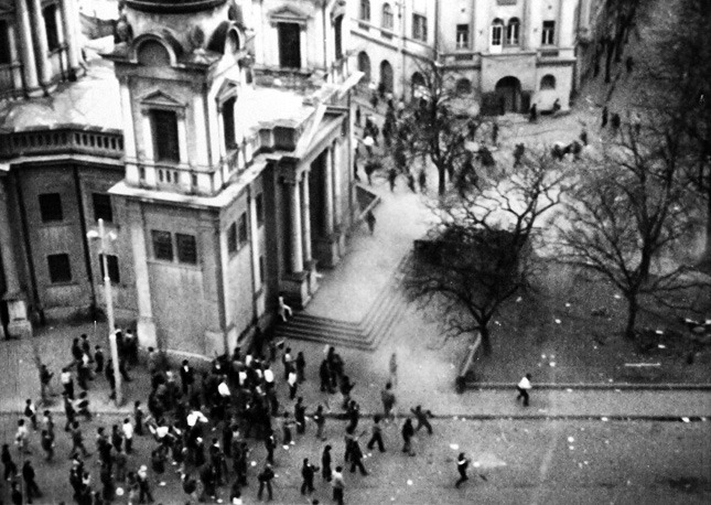 Conflictul interetnic de la Târgu Mureș (19 martie și 21 martie 1990) - foto preluat de pe ro.wikipedia.org