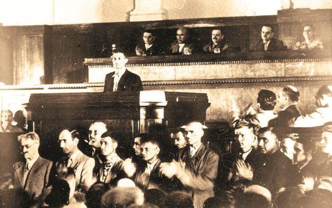 Sesiunea a VII-a a Sovietului Suprem al URSS a votat formarea RSS Moldovenești, prin care a fost dezmembrată Basarabia istorică - foto: cersipamantromanesc.wordpress.com