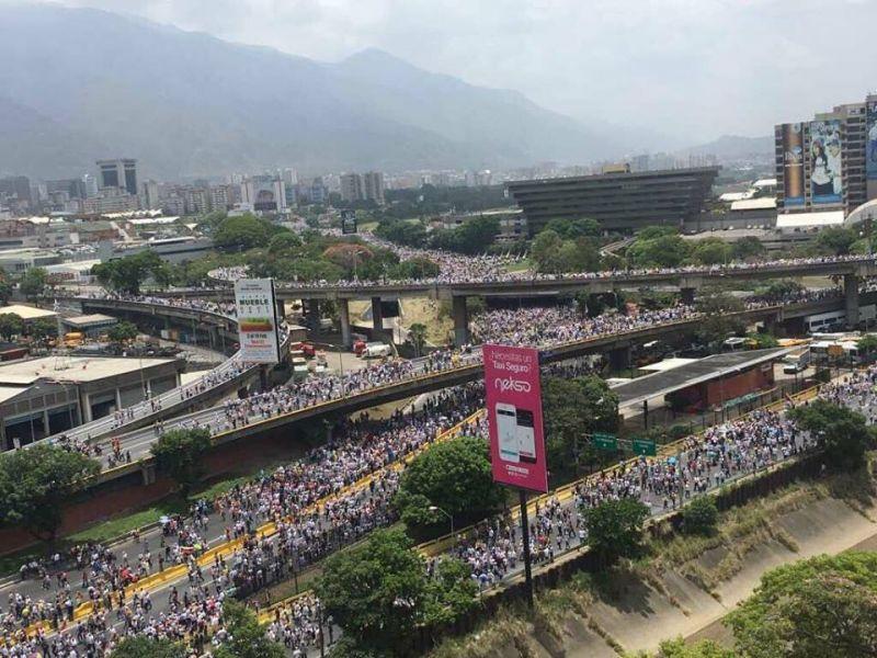 Venezuela: O nouă zi de manifestații marcate de violențe - foto: facebook.com