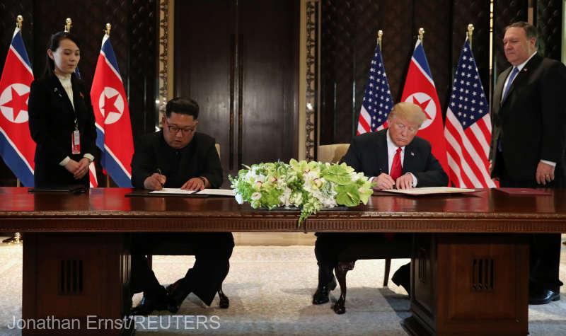 """Donald Trump, şi Kim Jong Un au semnat un document """"cuprinzator"""" după întâlnirea lor istorică (12 iunie 2018) - foto preluat de pe www.agerpres.ro"""