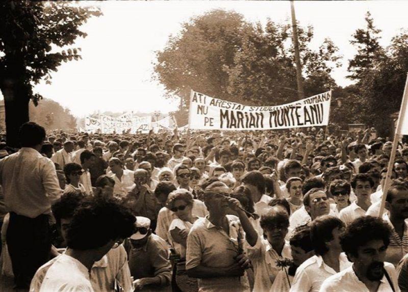 Marşul Alb (București - 13 iulie 1990) - foto preluat de pe www.ziaristionline.ro